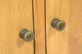 AQ150PS Plank Oak Systemised Aquarium Door Knobs Close Up